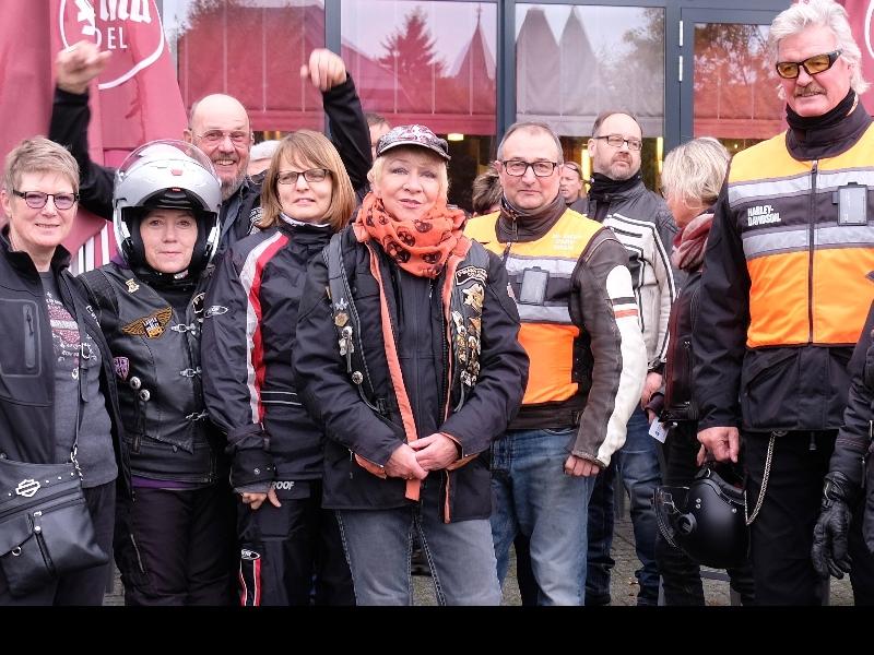 Die Biker sind startklar für die Tour durch die Rhön
